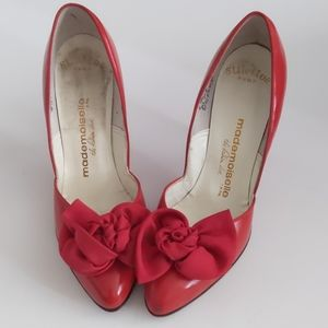 Vintage red bow pumps